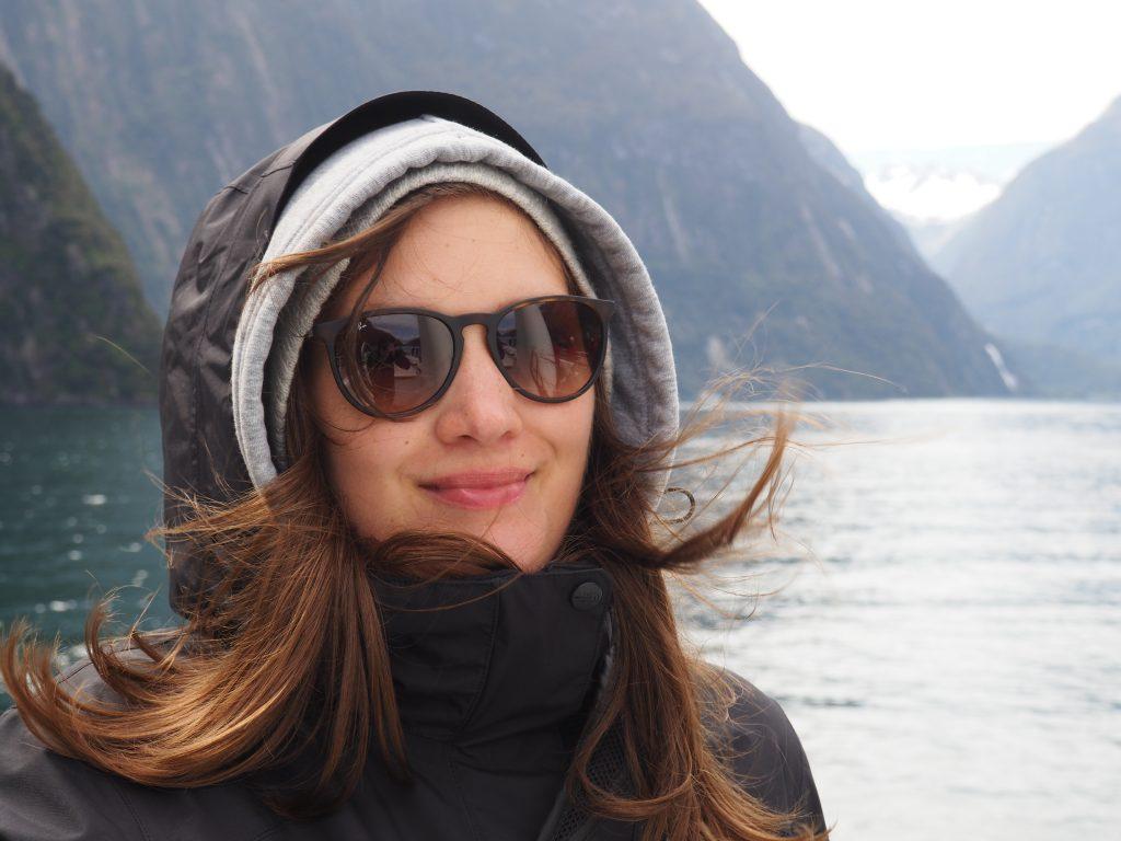 Anna ist am Milford Sound.