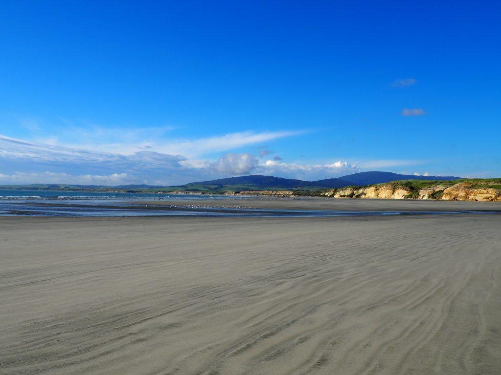 Weiter, lange Strand auf der Südinsel