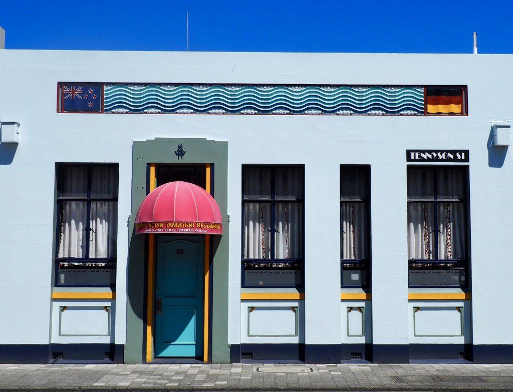 Ein blau gestrichenes Art-Déco-Haus in Napier.