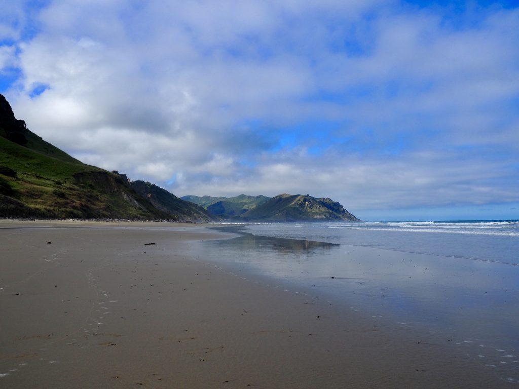 Blick auf den Strand und das Meer bei Kairakau.