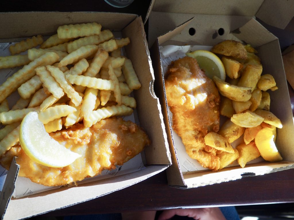 "Zwei Portionen Fish and Chips in ""The Chippery"" in Wellington."