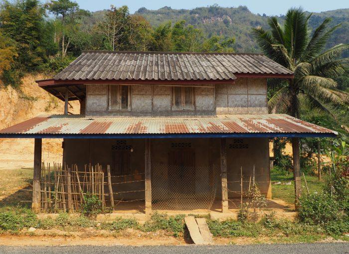 Eine einfach Behausung in Laos.